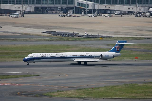 tsubameさんが、福岡空港で撮影した中国北方航空 MD-90-30の航空フォト(飛行機 写真・画像)