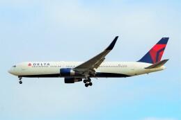 ちっとろむさんが、ロンドン・ヒースロー空港で撮影したデルタ航空 767-332/ERの航空フォト(飛行機 写真・画像)