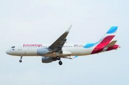 ちっとろむさんが、ロンドン・ヒースロー空港で撮影したユーロウイングス A320-214の航空フォト(飛行機 写真・画像)