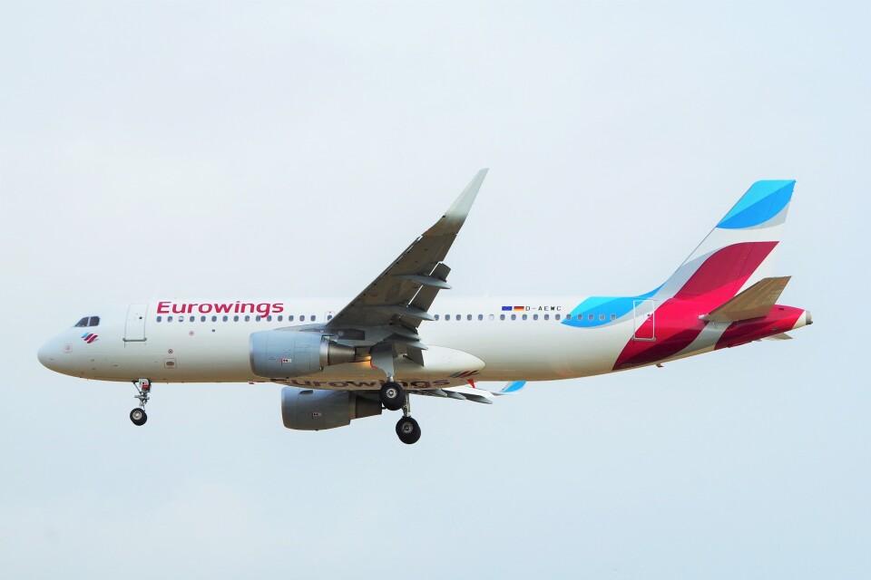 ちっとろむさんのユーロウイングス Airbus A320 (D-AEWC) 航空フォト