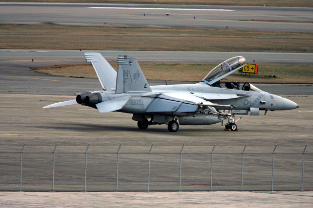 tsubameさんが、福岡空港で撮影したアメリカ海軍 F/A-18F Super Hornetの航空フォト(飛行機 写真・画像)