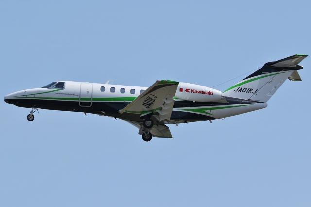 Wings Flapさんが、名古屋飛行場で撮影した川崎重工業 525C Citation CJ4の航空フォト(飛行機 写真・画像)