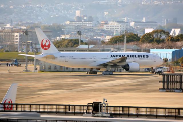 きつねさんが、伊丹空港で撮影した日本航空 777-289の航空フォト(飛行機 写真・画像)