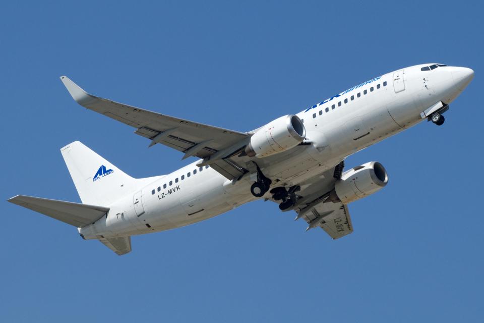 chrisshoさんのALKエアラインズ Boeing 737-300 (LZ-MVK) 航空フォト