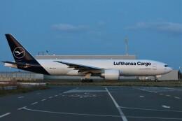 PW4090さんが、関西国際空港で撮影したルフトハンザ・カーゴ 777-Fの航空フォト(飛行機 写真・画像)