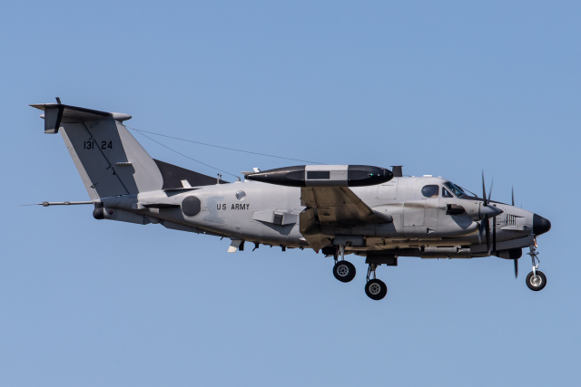 KANTO61さんが、横田基地で撮影したアメリカ陸軍 RC-12X Huron (A200CT)の航空フォト(飛行機 写真・画像)