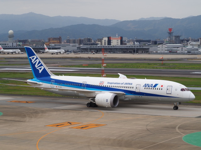 hirohirokinさんが、福岡空港で撮影した全日空 787-8 Dreamlinerの航空フォト(飛行機 写真・画像)