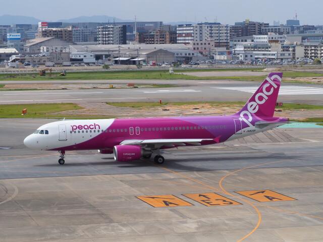 hirohirokinさんが、福岡空港で撮影したピーチ A320-214の航空フォト(飛行機 写真・画像)