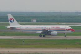 yabyanさんが、上海浦東国際空港で撮影した中国東方航空 A320-214の航空フォト(飛行機 写真・画像)