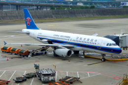 yabyanさんが、上海浦東国際空港で撮影した中国南方航空 A320-232の航空フォト(飛行機 写真・画像)
