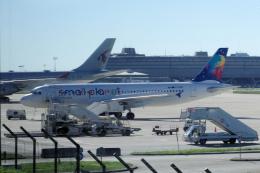 yabyanさんが、パリ シャルル・ド・ゴール国際空港で撮影したスモール プラネット エアラインズ A320-214の航空フォト(飛行機 写真・画像)