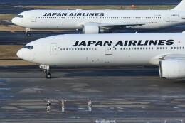 メンチカツさんが、羽田空港で撮影した日本航空 777-346の航空フォト(飛行機 写真・画像)