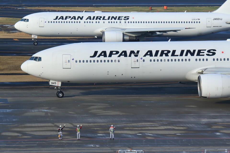 メンチカツさんの日本航空 Boeing 777-300 (JA8945) 航空フォト