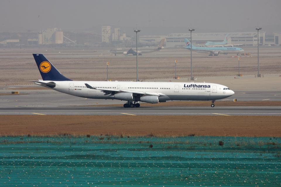 tsubameさんのルフトハンザドイツ航空 Airbus A340-300 (D-AIGW) 航空フォト