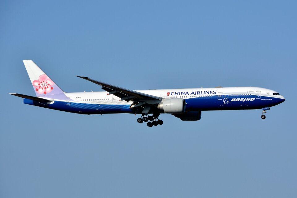 サンドバンクさんのチャイナエアライン Boeing 777-300 (B-18007) 航空フォト