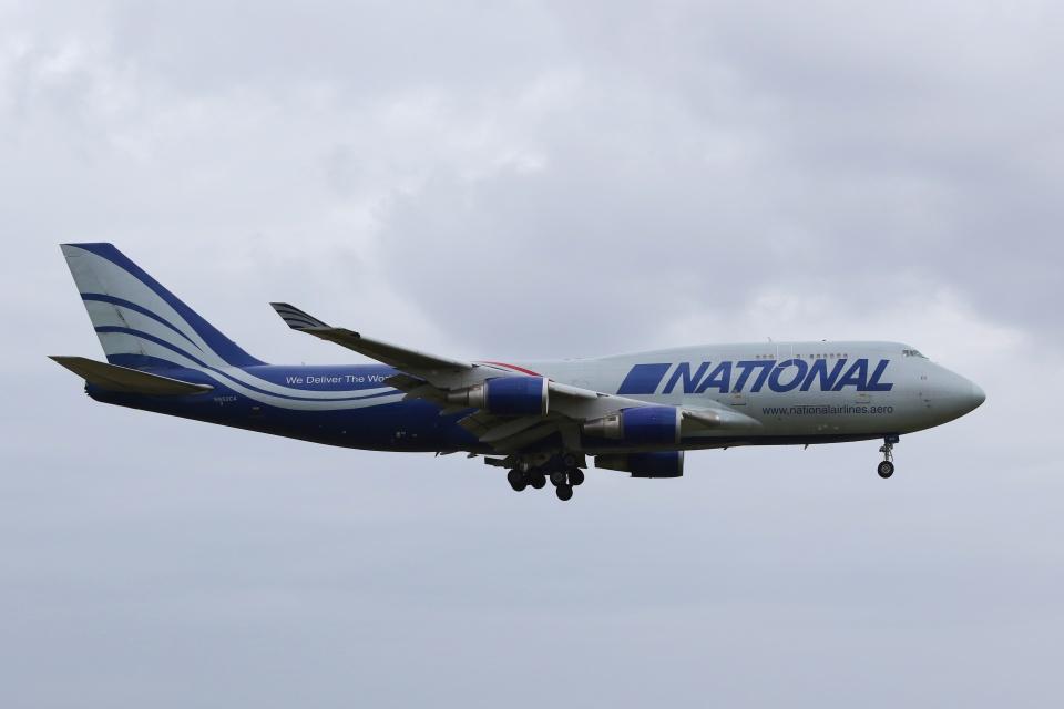 宮崎 育男さんのナショナル・エアラインズ Boeing 747-400 (N952CA) 航空フォト