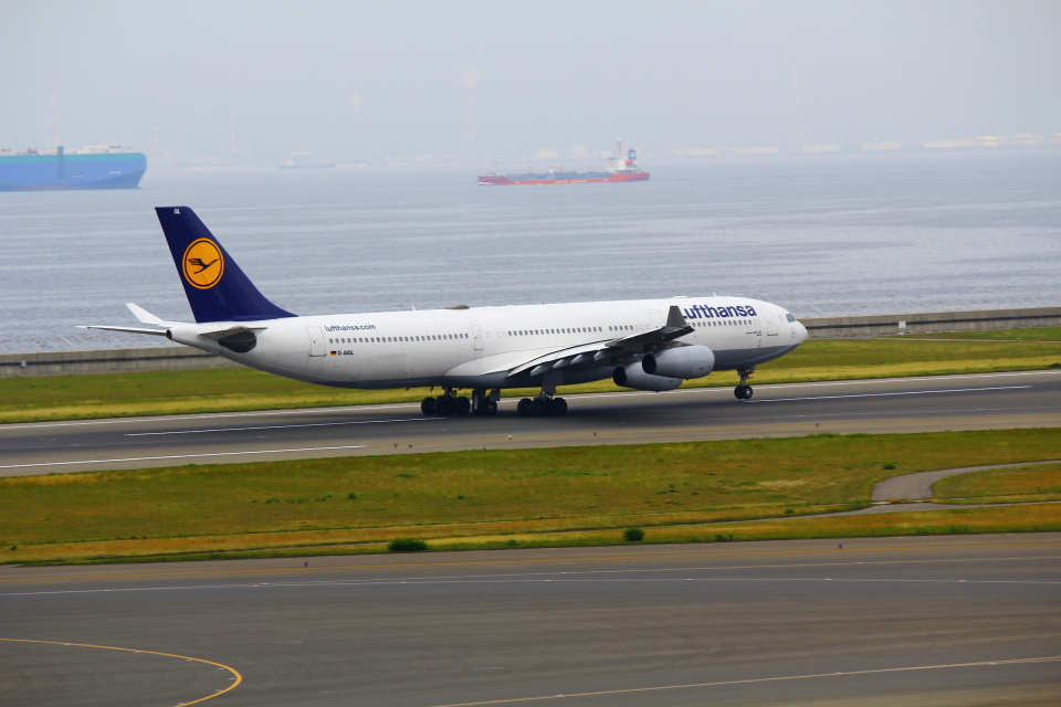 みのフォトグラファさんのルフトハンザドイツ航空 Airbus A340-300 (D-AIGL) 航空フォト