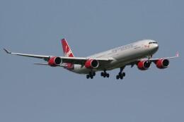 NIKEさんが、ロンドン・ヒースロー空港で撮影したヴァージン・アトランティック航空 A340-642の航空フォト(飛行機 写真・画像)