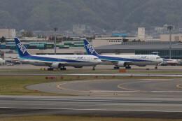 Koenig117さんが、伊丹空港で撮影した全日空 767-381/ERの航空フォト(飛行機 写真・画像)