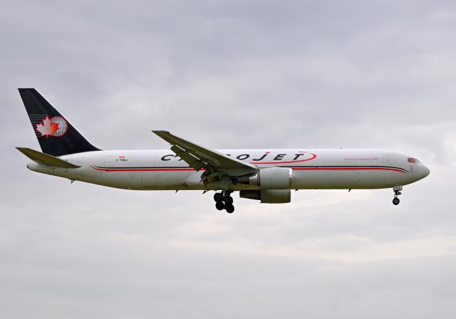 雲霧さんが、成田国際空港で撮影したカーゴジェット・エアウェイズ 767-328/ER(BDSF)の航空フォト(飛行機 写真・画像)
