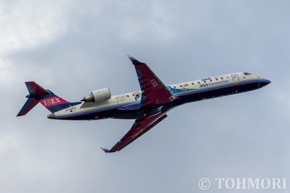 遠森一郎さんのアイベックスエアラインズ Bombardier CRJ-700 (JA14RJ) 航空フォト