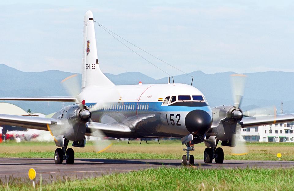 A-330さんの航空自衛隊 NAMC YS-11 (52-1152) 航空フォト
