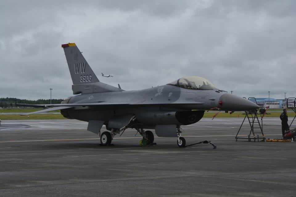 LEGACY-747さんのアメリカ空軍 General Dynamics F-16 Fighting Falcon (90-0805) 航空フォト