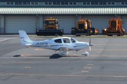 Hiro-hiroさんが、出雲空港で撮影した日本法人所有 SR22 GTSの航空フォト(飛行機 写真・画像)
