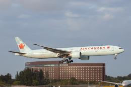 SGR RT 改さんが、成田国際空港で撮影したエア・カナダ 777-333/ERの航空フォト(飛行機 写真・画像)