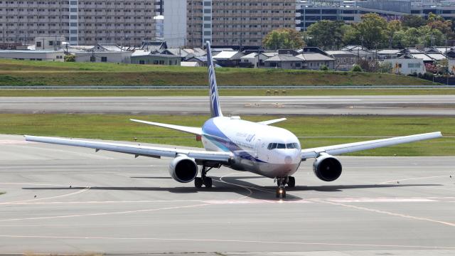 誘喜さんが、伊丹空港で撮影した全日空 767-381/ERの航空フォト(飛行機 写真・画像)