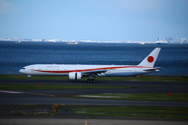 aki@ヒコーキ大好き少年さんが、羽田空港で撮影した航空自衛隊 777-3SB/ERの航空フォト(飛行機 写真・画像)