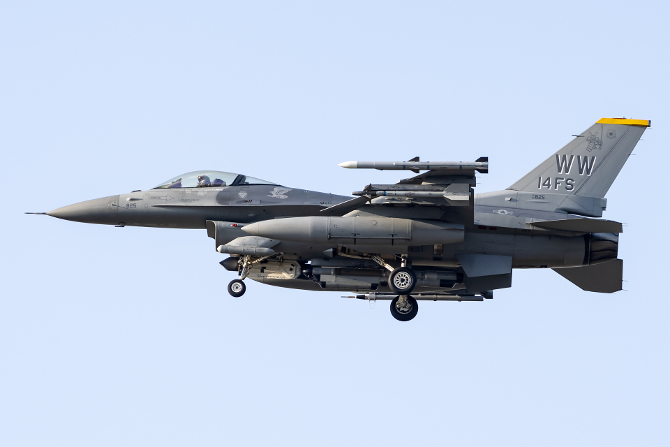 Flankerさんのアメリカ空軍 General Dynamics F-16 Fighting Falcon (90-0825) 航空フォト