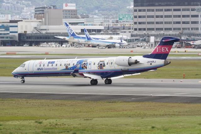 HEATHROWさんが、伊丹空港で撮影したアイベックスエアラインズ CL-600-2C10 Regional Jet CRJ-702ERの航空フォト(飛行機 写真・画像)