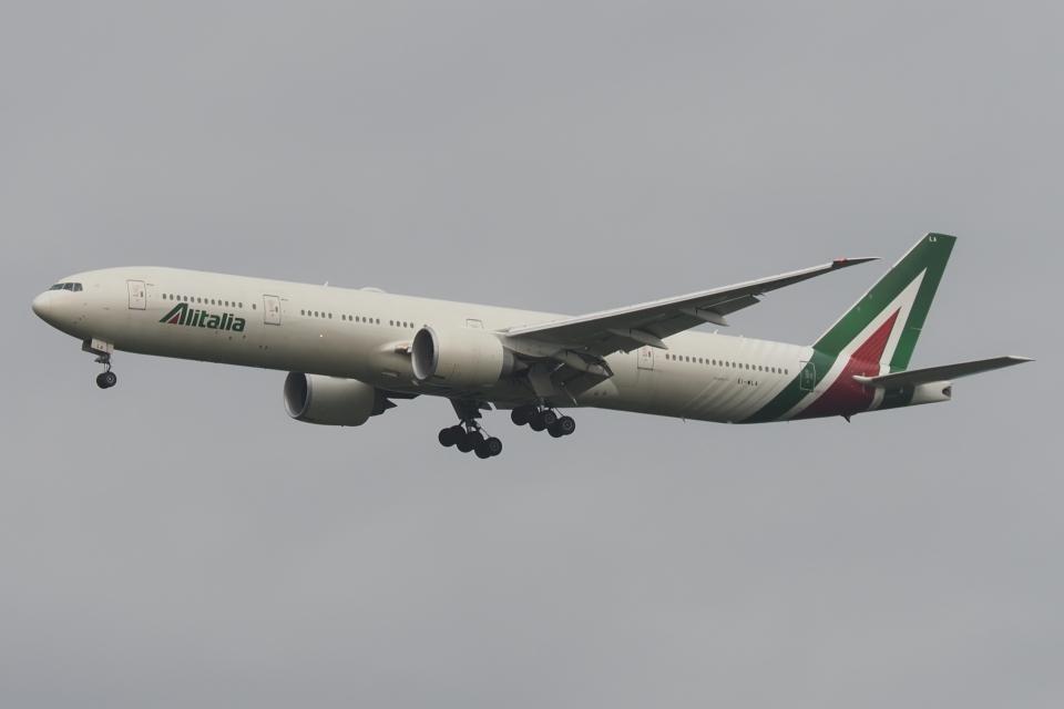 木人さんのアリタリア航空 Boeing 777-300 (EI-WLA) 航空フォト