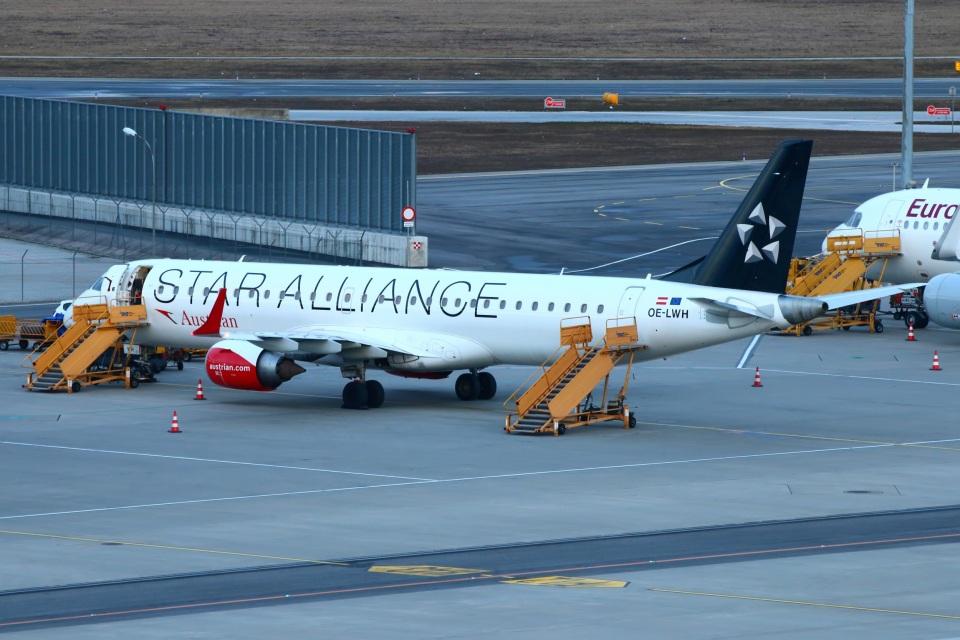 S.Hayashiさんのオーストリア航空 Embraer 195 (OE-LWH) 航空フォト