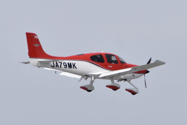 ワイエスさんが、鹿児島空港で撮影した航空大学校 SR22の航空フォト(飛行機 写真・画像)