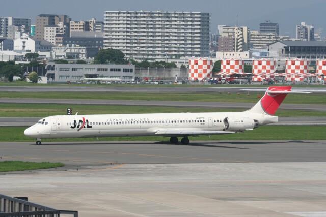 NIKEさんが、伊丹空港で撮影した日本航空 MD-90-30の航空フォト(飛行機 写真・画像)