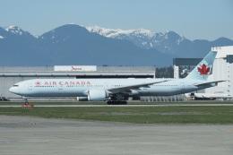 thomasYVRさんが、バンクーバー国際空港で撮影したエア・カナダ 777-333/ERの航空フォト(飛行機 写真・画像)