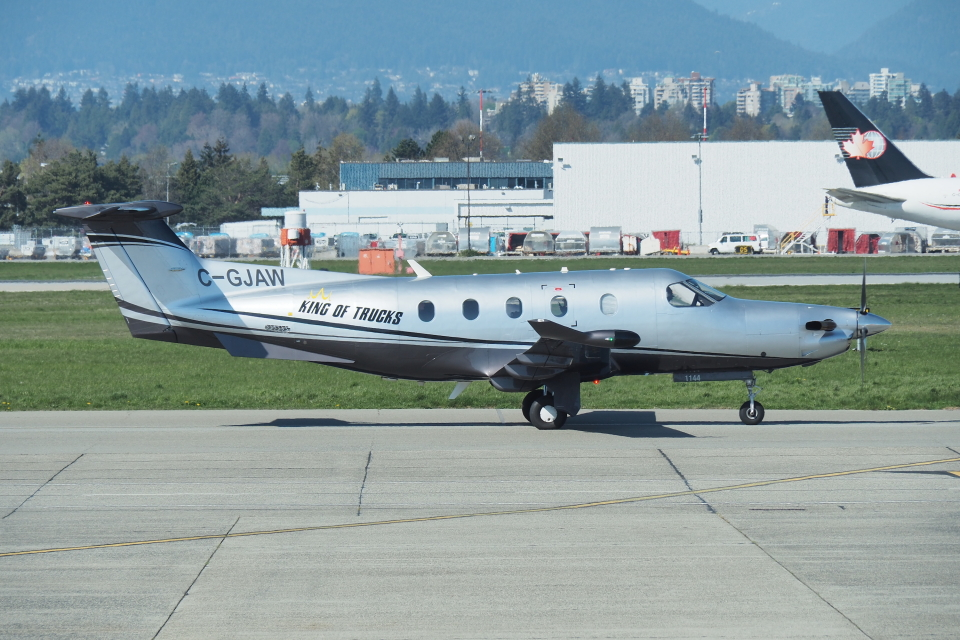 thomasYVRさんの不明 Pilatus PC-12 (c-gjaw) 航空フォト