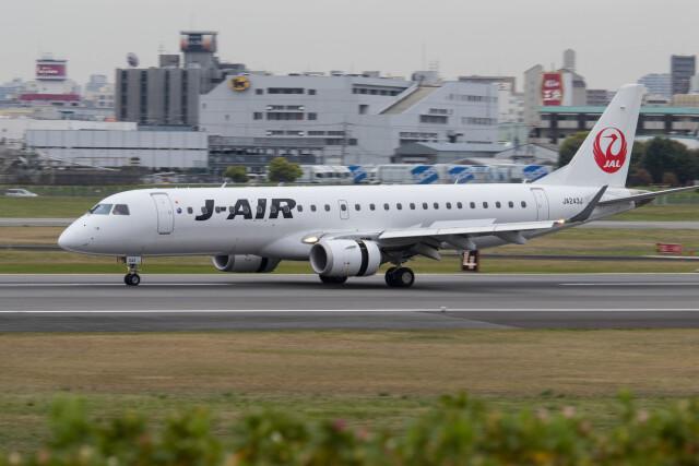 Koenig117さんが、伊丹空港で撮影したジェイエア ERJ-190-100(ERJ-190STD)の航空フォト(飛行機 写真・画像)