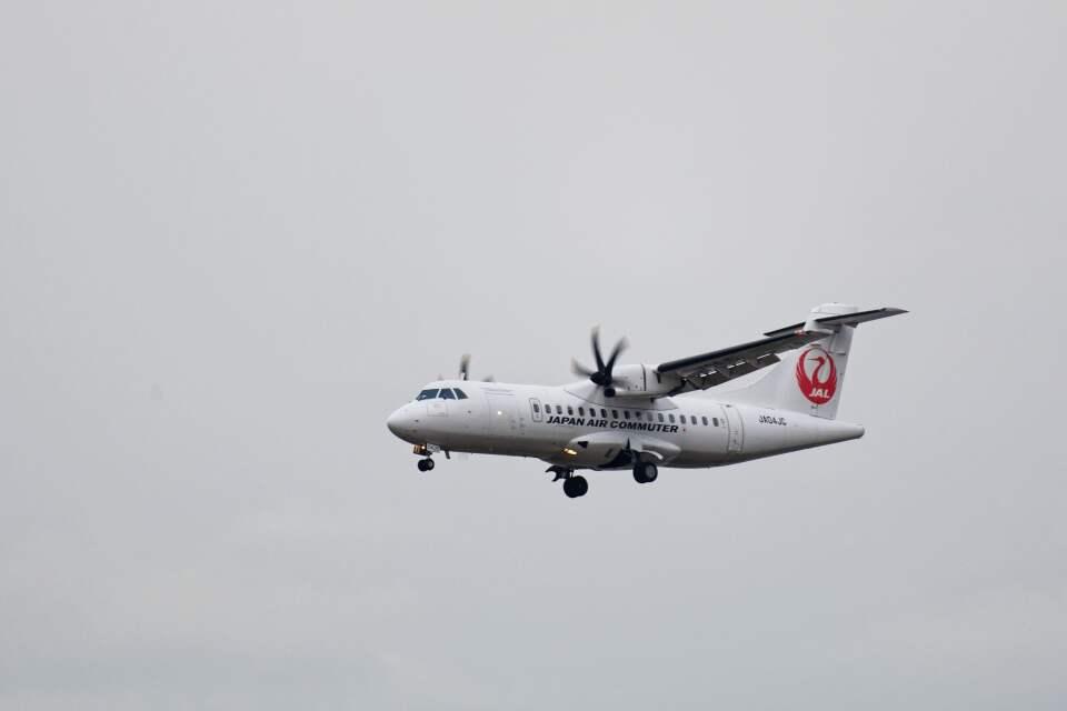 平凡なおっちゃんさんの日本エアコミューター ATR 42 (JA04JC) 航空フォト
