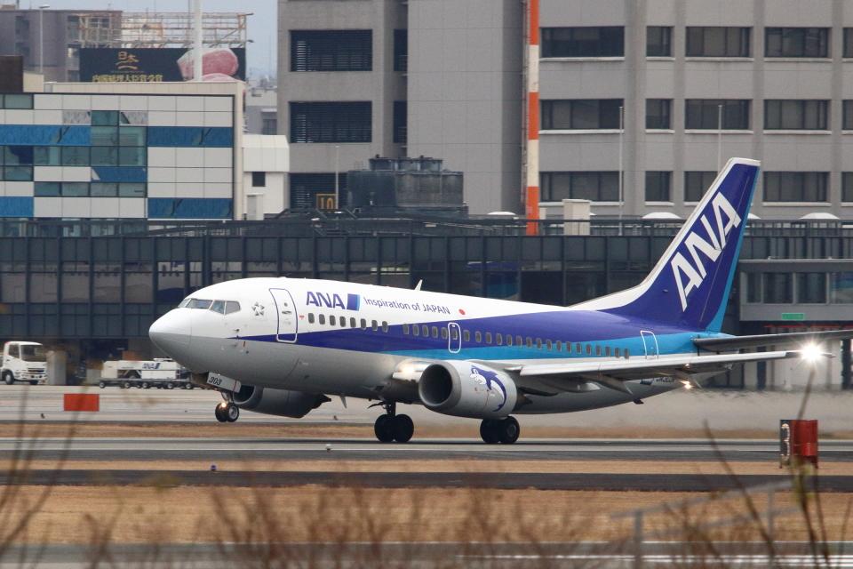 kaz787さんのANAウイングス Boeing 737-500 (JA303K) 航空フォト
