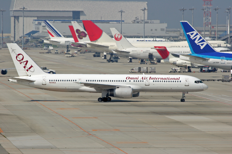 tsubameさんのオムニエアインターナショナル Boeing 757-200 (N549AX) 航空フォト