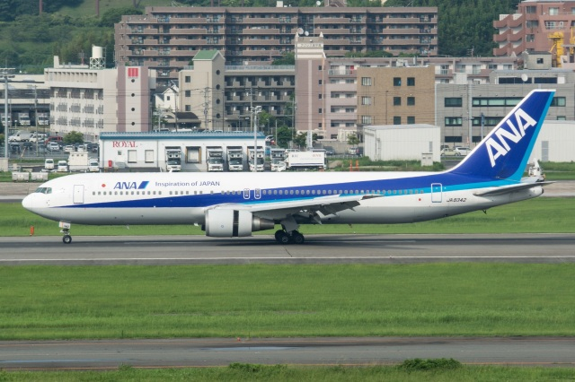 kan787allさんが、福岡空港で撮影した全日空 767-381の航空フォト(飛行機 写真・画像)