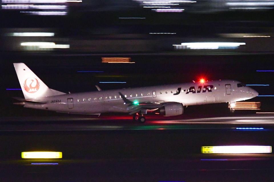 TOPAZ102さんのジェイエア Embraer 190 (JA242J) 航空フォト