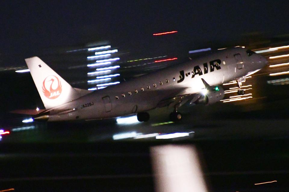 TOPAZ102さんのジェイエア Embraer 170 (JA226J) 航空フォト