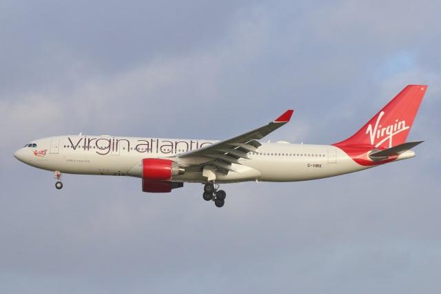 S.Hayashiさんが、ロンドン・ガトウィック空港で撮影したヴァージン・アトランティック航空 A330-223の航空フォト(飛行機 写真・画像)