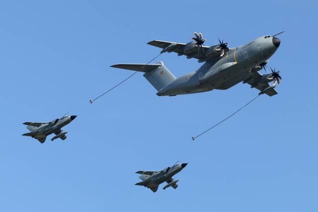 chrisshoさんが、ベルリン・シェーネフェルト空港で撮影したドイツ空軍 A400Mの航空フォト(飛行機 写真・画像)