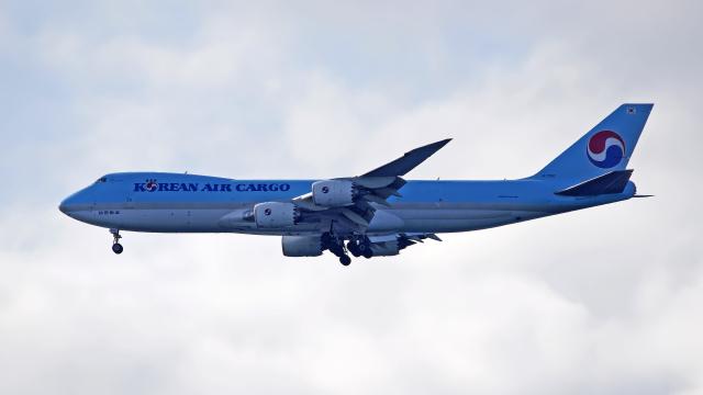 FLYPEAKSさんが、関西国際空港で撮影した大韓航空 747-8HTFの航空フォト(飛行機 写真・画像)
