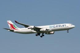 NIKEさんが、ロンドン・ヒースロー空港で撮影したスリランカ航空 A340-311の航空フォト(飛行機 写真・画像)